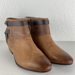 Clark's soft cushion ankle boots